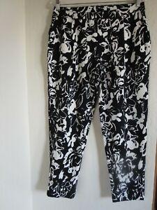 NWT, HUE FLORAL PRINT LOAFER SKIMMER PANTS #20767, BLACK / MULTI-COLOR, MEDIUM