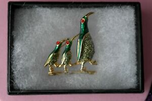 BEAUTIFUL FASHION BROOCH WITH PENGUIN 9.7 GR. 4 X 3.5 CM. WIDE IN GIFT BOX