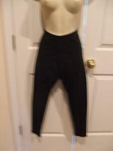 NWT CARABELLA  BLACK  Leggings MADE IN USA   SIZE MEDIUM