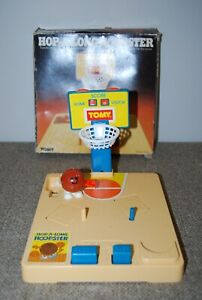 Vintage 1981 TOMY Toys HOP-A-LONG HOOPSTER  White Knob Wind Up BASKETBALLL Game