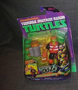 Nickelodeon TEENAGE MUTANT NINJA TURTLES Ooze Chuckin' Mikey Action Figure NEW