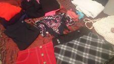 Lot 17 Vêtements Femme T.42/44 BE (pull, jupe, pantalon, pyjamas, robe, sac...)