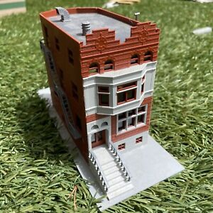 HO SCALE CORNER BUILDING 3 STORY TOWN HOUSE