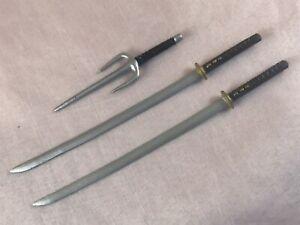 MARVEL SELECT 2010 X-MEN COMIC S.C.E. DEADPOOL 2X SWORDS 1X SAI 7 IN ACCESSORIES