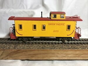 HO scale Yellow Wooden Caboose Union Pacific  Rd#2493
