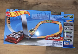 Hot Wheels X2586 Motorised Figure 8 Raceway Track Builder System with 6 Cars