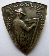 Insigne Suisse en métal mince estampé PAYSAN 14 AVRIL argenté