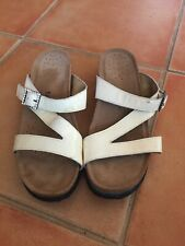 Womens white leather sandals, shoes, Taos, sz;9  jewel buckle