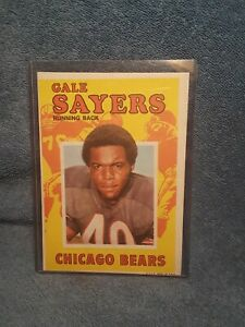 NFL-TOPPS 1971 TOPPS FOOTBALL MINI PIN-UP POSTER INSERT /GALE SAYERS  #12 lot A