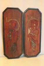 Paire de panneaux en bois polychrome à décor de femmes début 20e