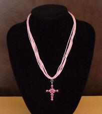 Roze samengestelde ketting met fuchsia kruis hanger met strass-steentjes