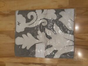 NWT Pottery Barn Damask Bath Rug 21 X 34 Inches Gray & White FREE SHIPPING