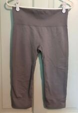 Lululemon Women's Size 8 Solid Gray Fitted Yoga Athletic Capri Crops