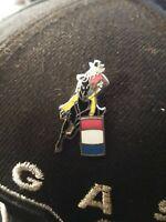 EQUESTRIAN RODEO HORSE BARREL RACER COWBOY / COWGIRL LAPEL HAT  PIN TIE TACK