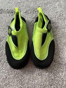 boys beach shoes size 13
