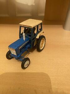 Britains Farm Ford 5000 Tractor With Driver Cab And Exhaust Vintage Collectable