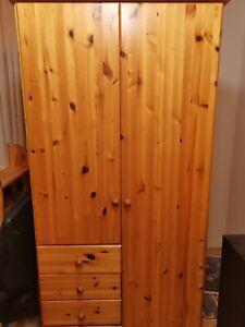 Kleiderschrank, vollholz, 2mx0,93mx0,54m, gebraucht aber ohne grvierende Schäden