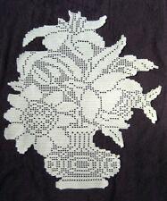 Bouquet de fleurs style Art Déco. Napperon croche filet dentelle fait main neuf