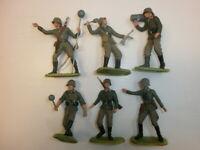 Konvolut 6 alte Elastolin Kunststoff Soldaten Wehrmacht Artilleristen zu 7.5cm