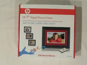"HP 7"" DIGITAL FRAME WITH REMOTE, 2GB INTERNAL MEMORY"