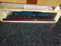 COLLECTIBLE LNER FLYING A4 CLASS MALLARD ENGINE