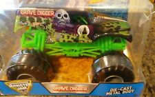 2016 Hot Wheels Monster Jam Grave Digger Truck 1/24 Die-cast Metal Body