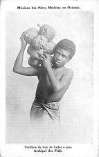 B86358 cueillette de fruit de l arbre a pain types folklore fiji islands oceania