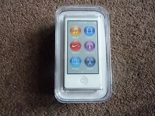 Apple Ipod Nano 7th generación plateado y blanco 16GB MKN22QB/A RRP £ 149