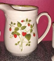Large ENDURA Pitcher Stoneware Japan Strawberry