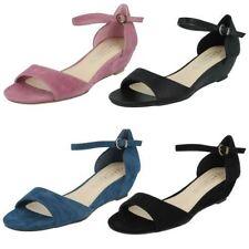Sandali e scarpe Spot On con cinturino per il mare da donna