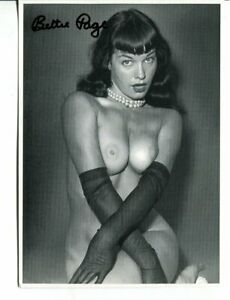 BETTY PAGE signed AUTOGRAPH 2369