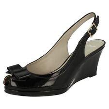 Sandali e scarpe plateau, zeppe per il mare da donna