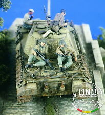 Verlinden Productions #2263 1/35 German Tankers (2 figures, front in pic)