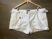 Torrid WOMENS WHITE SHORTS COTTON PLUS SIZE 1X POCKETS BUCKLE SIDES
