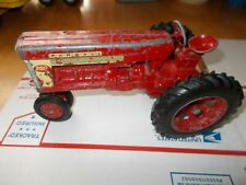 VINTAGE ERTL FARMAL 560 TRACTOR WITH FAST HITCH