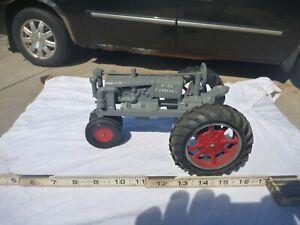 Farmall F-30 toy tractor 1:16 scale