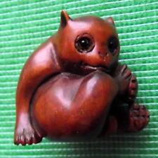Bois fine japonais détaillée main sculpté TREEN buis netsuke cat mâcher de jambe