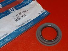 NOS NEW GM 1992-1997 Chevrolet GMC Truck Suburban 4WD front shaft seal 15521874