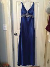 GIGI brand--elegant & navy--smooth like silk--Size 4--pre-owned--prom dresses
