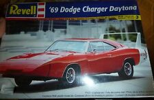 REVELL 1969 Dodge CHARGER Daytona 1/25 Model Car Mountain KIT FS