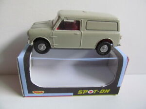 DINKY TRIANG SPOT ON MORRIS MINI-VAN INCLUDES REPRODUCTION WINDOW BOX