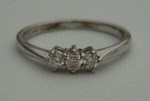 1/5CT DIAMOND 9ct WHITE GOLD 3 STONE CLAW SET ENGAGEMENT ETERNITY TRILOGY RING