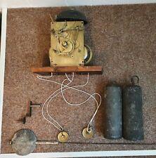 Altes Uhrwerk in Messing und Stahl für eine Standuhr