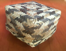 Small Woven Lined Woven Wicker Tricket Basket Storage Craft with Lid