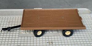 Vintage Ertl Flatbed Trailer Hay Wagon 1/16 Made in U.S.A Dyersville Iowa W18