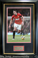 ROBIN VAN PERSIE MANCHESTER UNITED SUPERSTAR SIGNED FRAMED ACTION PHOTO