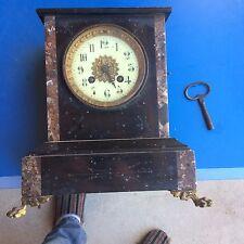 Ancienne pendule en marbre rouge et bronze doré, 19e siècle. Horloge Empire NIII