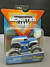 MONSTER JAM GRAVE DIGGER THE LEGEND WITH FIGURE & POSTER 1:32 SCALE DIE-CAST