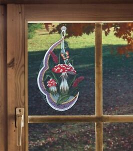 Fensterbild Fliegenpilz aus Plauener Spitze Herbstdeko mit Schmetterling