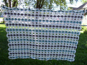 GORGEOUS VINTAGE AQUA, TAUPE AND WHITE HAND-CROCHETED AFGHAN/THROW!